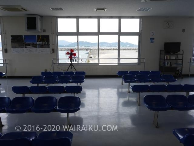 石垣港離島ターミナルからフェリーに乗って竹富島へ行く。